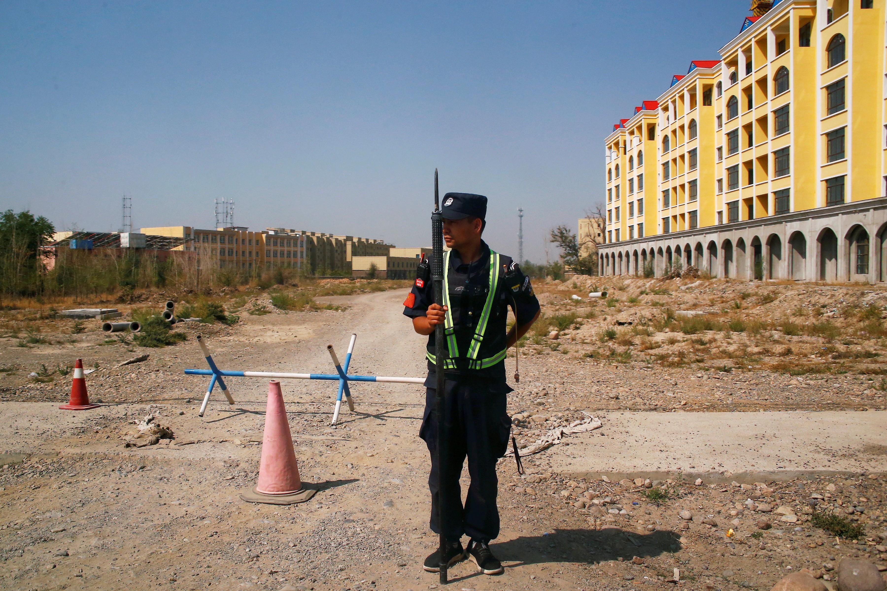 EUA proíbem importação de produtos derivados de algodão e tomate da região chinesa de Xinjiang
